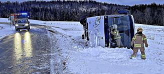 Skolebuss veltet