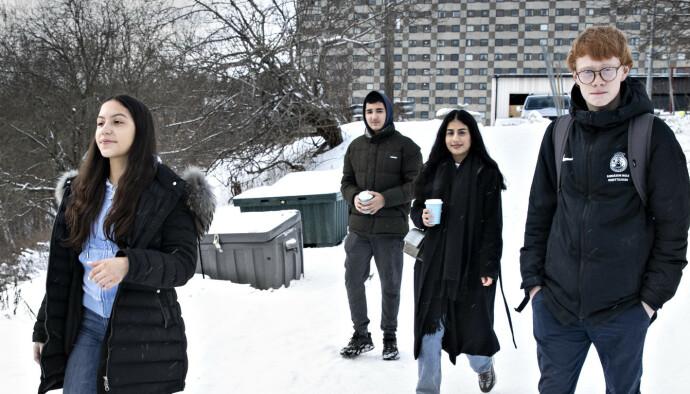 UNGDOMSRÅDET: Aurora Vidal (14 år, fra venstre), Ahmet Titrek (15 år) , Alikha Haidi (18 år) og Kasper Kornbakk (15 år) ga råd til Ap-profilene. Foto: Bjørn Langsem / Dagbladet