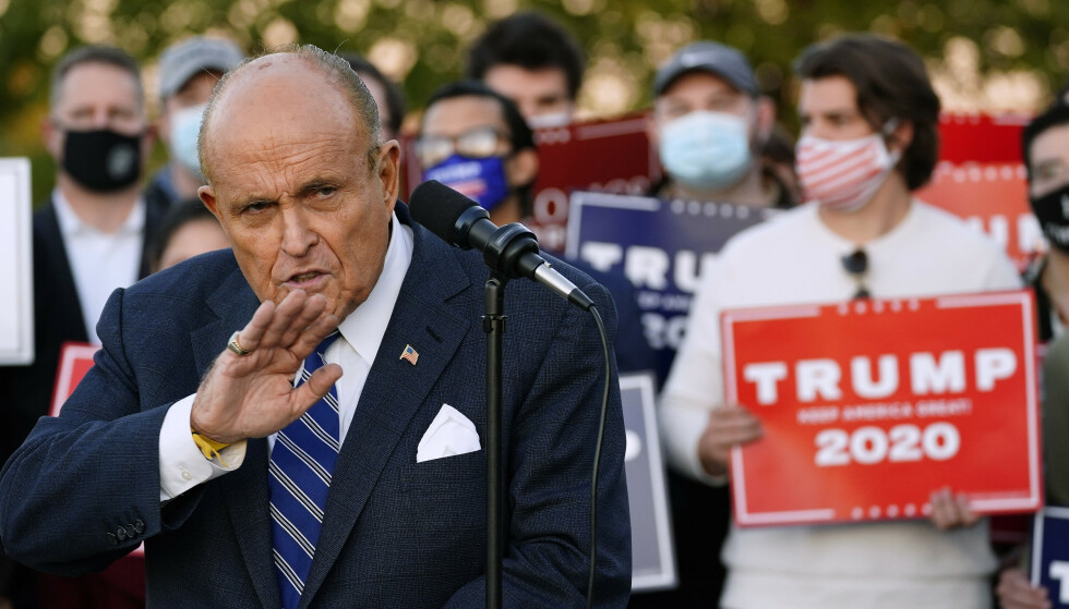FRYST UT: Ifølge flere kilder blir Rudy Giuliani fryst ut fra Det hvite hus. Foto: Matt Slocum / AP / NTB