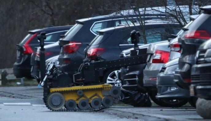 ROBOT: Politiet har brukt robot, drone og hunder. Foto: Presse-foto.dk