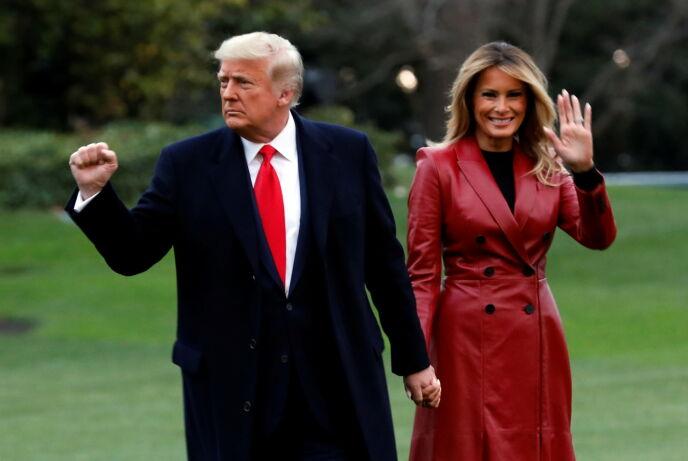 OVER OG UT: Det er bare få dager igjen før Donald og Melania Trumps tid i Det hvite hus er over. Foto: Yuri Gripas / Reuters / NTB