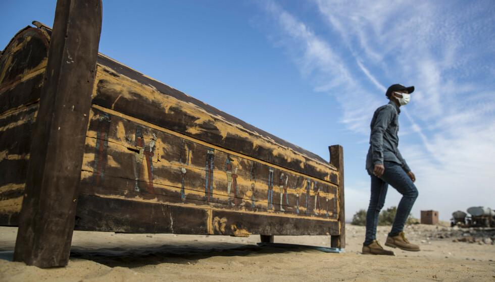 NYE FUNN: Nok en gang er det funnet nye historiske skatter i Egypt. Denne gang har egyptiske arkeologer gjort flere funn i Saqqara, 30 kilometer sør for hovedstaden Kairo. Foto: Khaled Desouki / AFP / NTB