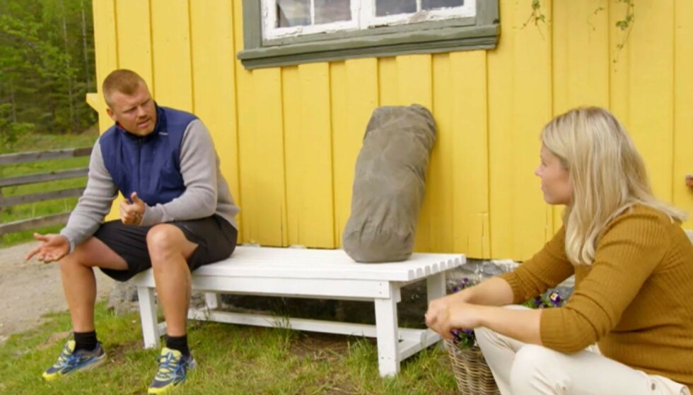 FØLELSESLADET: Riise tok til tårene i søndagens «Farmen kjendis», og programleder Tiril Sjåstad Christiansen bestemte seg da for å ta en prat med ham på tomannshånd. Skjermdump: TV 2