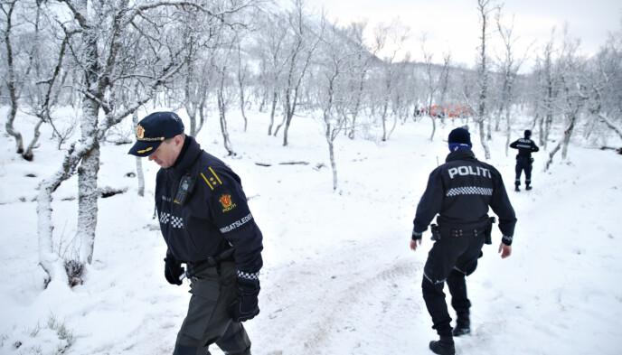 ÅSTEDET: Kripos og politiet er mandag på plass på åstedet. Her ved innsatsleder Oddgeir Walle. Foto: Henning Lillegård / Dagbladet