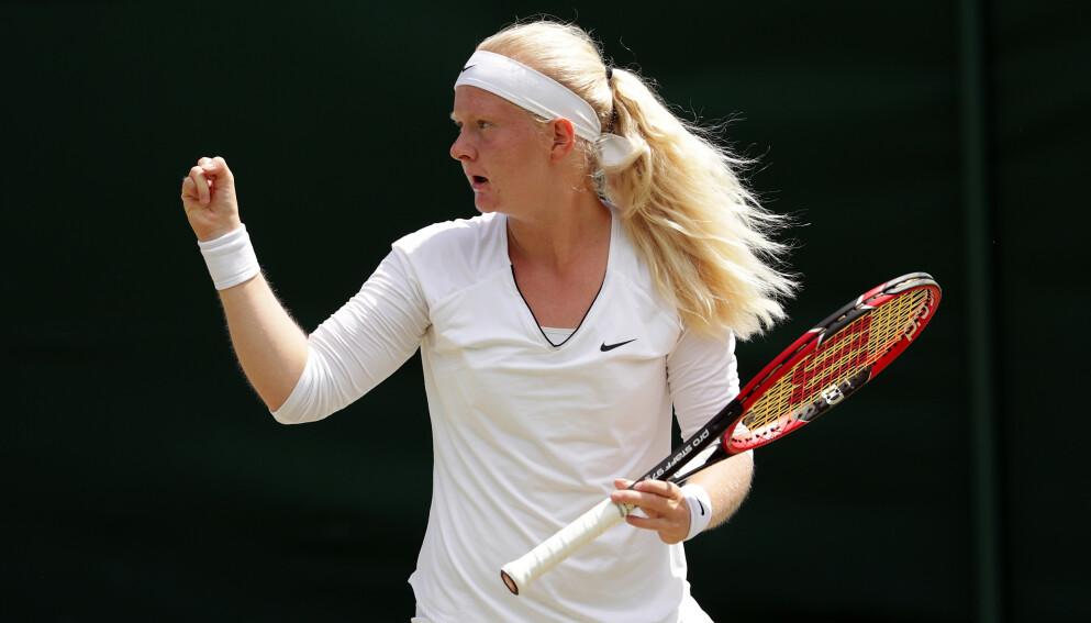 TENNISFENOMEN: Francesca Jones (20) mangler to fingre og fire tær, men nærmer seg verdenstoppen i tennis. Nå har hun kvalifisert seg til Australian Open. Foto: NTB