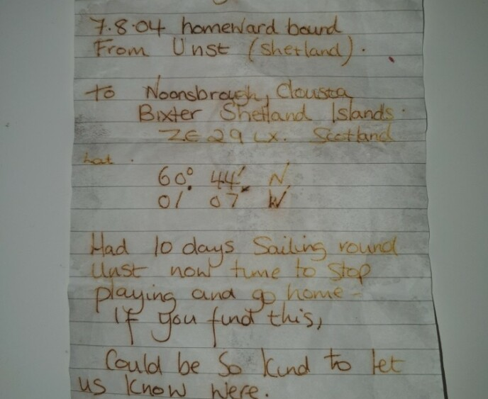 BREV: Denne meldingen lå inni den 16 år gamle flaskeposten. Foto: Privat