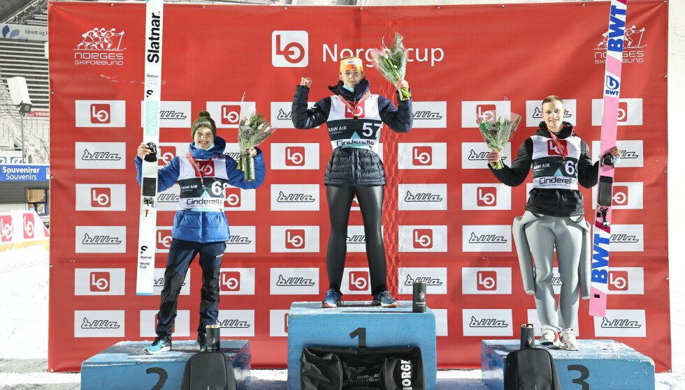 PÅ TOPPEN: Bendik Jakobsen Heggli vant fjorårets utsatte storbakke-NM på Lillehammer i desember. Sondre Ringen (t.v.) ble nummer to, Andreas Granerud Buskum (t.h.) nummer tre. Foto: Geir Olsen / NTB