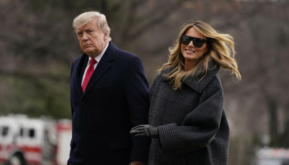 PÅ VEI UT: Trump-ekteparet er på vei ut av Det hvite hus. Onsdag blir det siste de gjør å avvise Biden-ekteparet og bryte med tradisjonene. Foto: Evan Vucci / AP / NTB