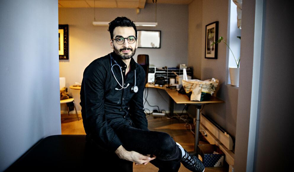 ØDELAGT DEBATT: Kaveh Rashidi (32) har fast spalte i A-magasinet og er en profilert lege i norsk offentlighet. - Da må man dessverre tolerere at det kommer meldinger i innboksen og på sosiale medier. Det burde ikke vært sånn, men sånn er det, sier han. Foto: Nina Hansen / DAGBLADET