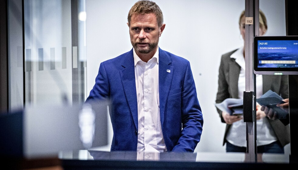 BEDT OM Å ÅPNE: Helse- og omsorgsminister Bent Høie på regjeringens pressekonferanse om coronasituasjonen. Foto: Bjørn Langsem / Dagbladet
