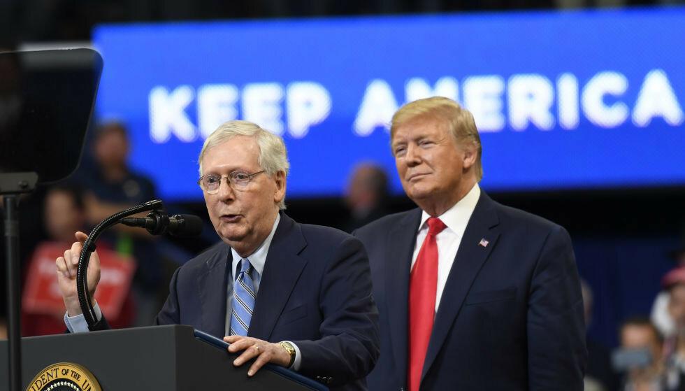 BESKYLDER TRUMP: Senatets republikanske leder mener Donald Trump er medskyldig i angrepet på kongressbygningen. Foto: AP Photo/Susan Walsh