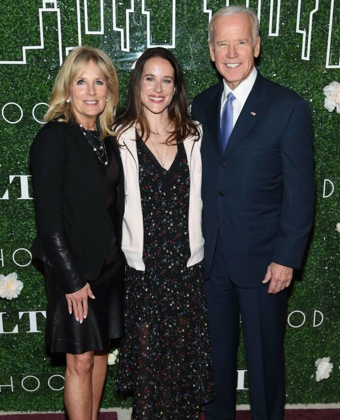 NY PRESIDENTFAMILIE: Ashley Biden med mor og far i 2017. Foto: Jamie Mccarthy / AFP / NTB