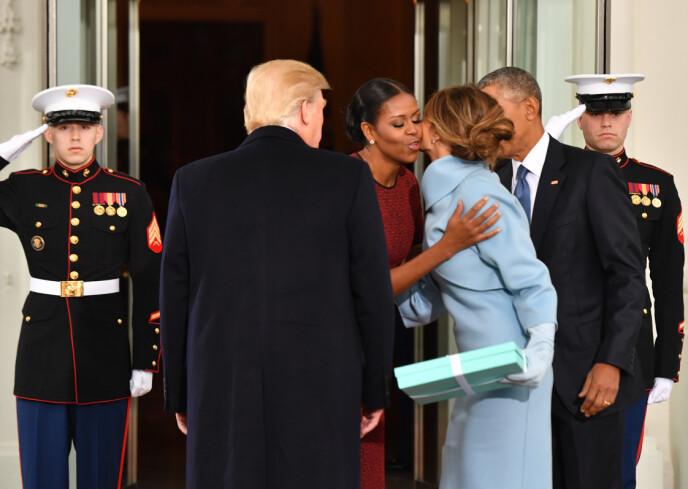 2017: Slik så det ut da ekteparet Obama tok i mot Donald og Melania Trump 20. januar 2017. Foto: Shutterstock / Rex / NTB