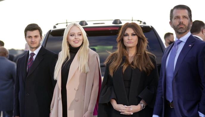 VISTE ANSIKT: Her ser man Michael Boulos, Tiffany Trump, Kimberly Guilfoyle og Donald Trump Jr. Foto: Alex Edelman /AFP / NTB
