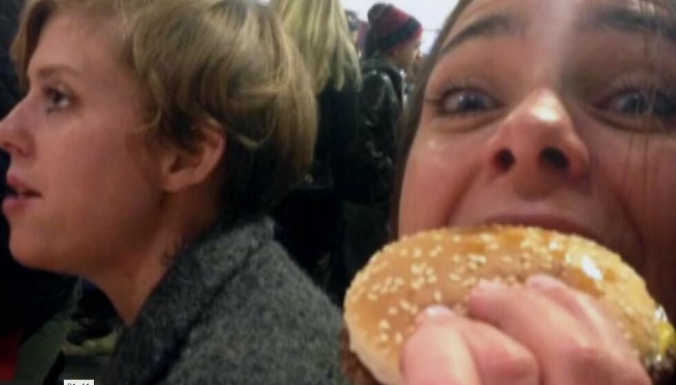 FAVORITTEN: Utgangspunktet var ikke ideelt: Linn Isaksen elsker ost sjokolade, rømme og cheeseburgere fra McDonalds. Foto: Discovery+