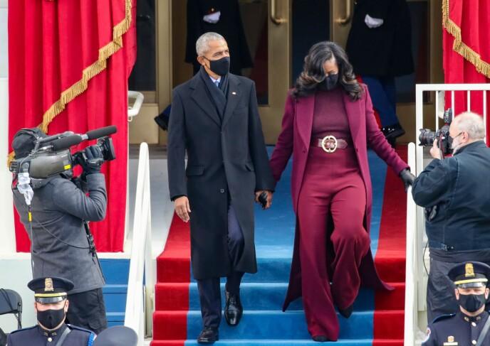 MATCHENDE: Barack og Michelle Obama dukket opp under insettelsen. Foto: Rob Carr / AFP / NTB