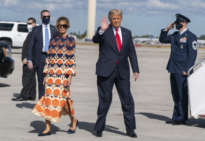 FRAMME: Onsdag kveld kom nyheten om at Melania og Donald Trump hadde landet i Palm Beach i Florida. Foto: Manuel Balce Ceneta / AP / NTB