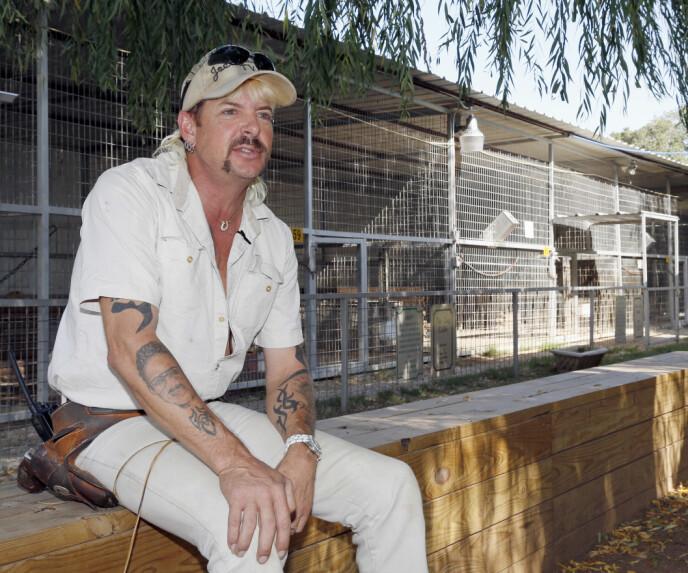 BAK MURENE: Joe Exotic forblir bak murene for å sone dommen sin på 22 år. Foto: Sue Ogrocki / AP / NTB