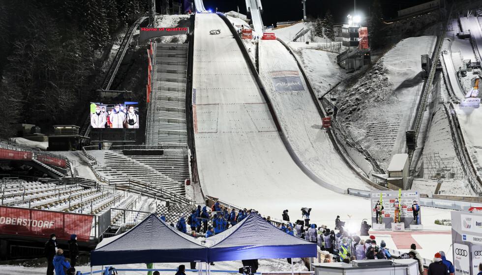 INGEN JUBEL: Hoppuka gikk uten tilskuere i Schattenbergbakken i Oberstdorf. Nå blir det samme tilfellet under ski-VM som starter i slutten av februar. Foto: Geir Olsen / NTB