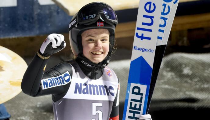 NORGESMESTER: Eirin Maria Kvandal fra et lykkelig øyeblikk 19. januar. Da vant hun NM stor bakke i Granåsen. Foto: Geir Olsen / NTB