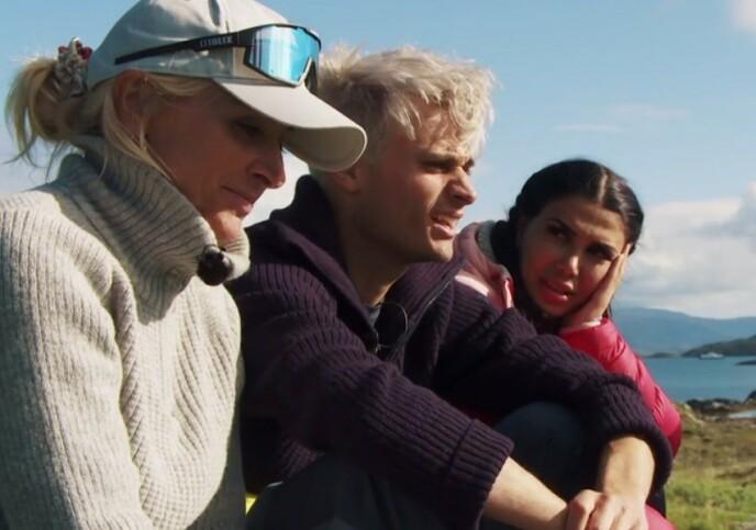 LETTER PÅ HJERTET: I torsdagens episode tar Victor Sotberg opp noe han har gruet seg til. Her med lagkameratene Vår Staude og Isabel Raad. Foto: TVNorge