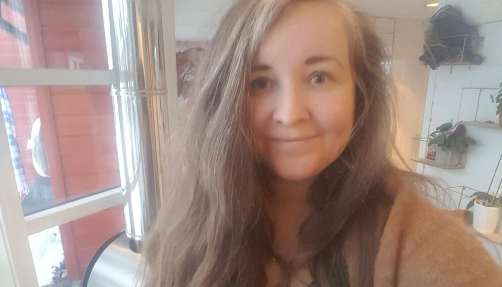 BLE REDD: Stine Vorren (35) ble redd da en mann banket på verandradøra hjemme hos henne torsdag formiddag. Det viste seg at mannen hadde rømt fra Drammen fengsel. Foto: Privat.