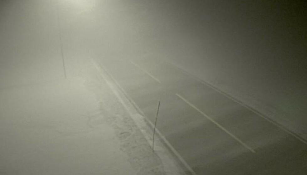 STENGT: E6 over Saltfjellet er stengt på grunn av uværet. Foto: Statens vegvesen.