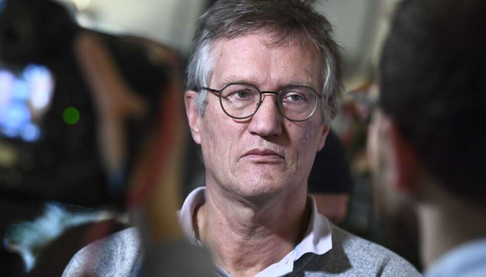 STATSEPIDEMIOLOG: Anders Tegnell forteller at de svenske myndighetene avventer studier om det er mulig å bytte vaksine mellom den første og den andre dosen. Foto: Claudio Brescani / TT / AFP / NTB