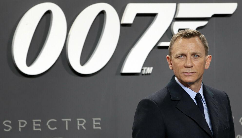 UTSETTES - IGJEN: Skaperne av den nye James Bond-filmen kommer med dårlige nyheter til fansen fredag. Foto: Michael Sohn / AP / NTB