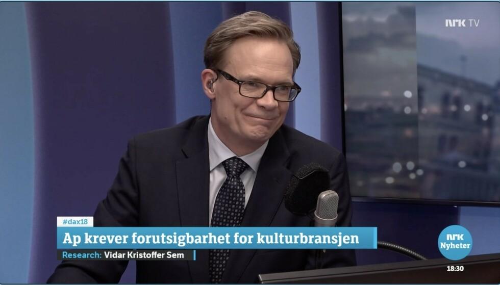 IKKE FORNØYD: Espen Aas mener det ble nærmest umulig for lytterne og seerne å få med seg hva debatten egentlig handlet om. Skjermdump NRK