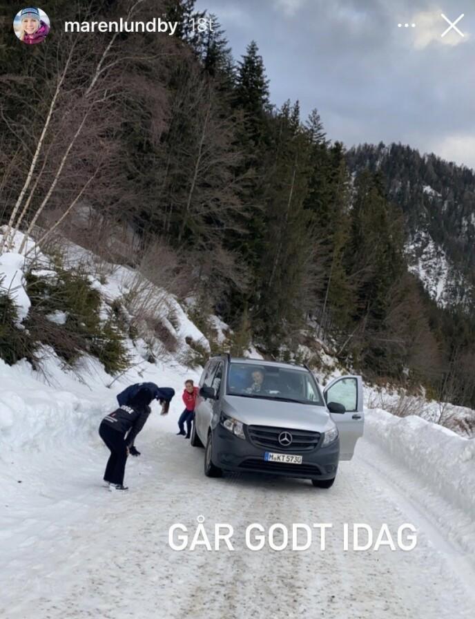 DRAMA: Maren Lundby la ut dette bildet på Instagram da bilen med hopperne omsider var kommet løs i den slovenske villmarka. Foto: Maren Lundby / Instagram
