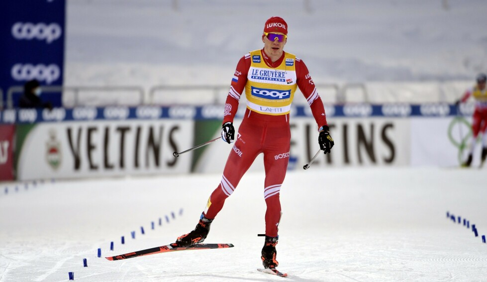 DEPPER: Aleksandr Bolsjunov etter dagens renn. Han falt i bakkene på vei inn mot stadion. Foto: NTB