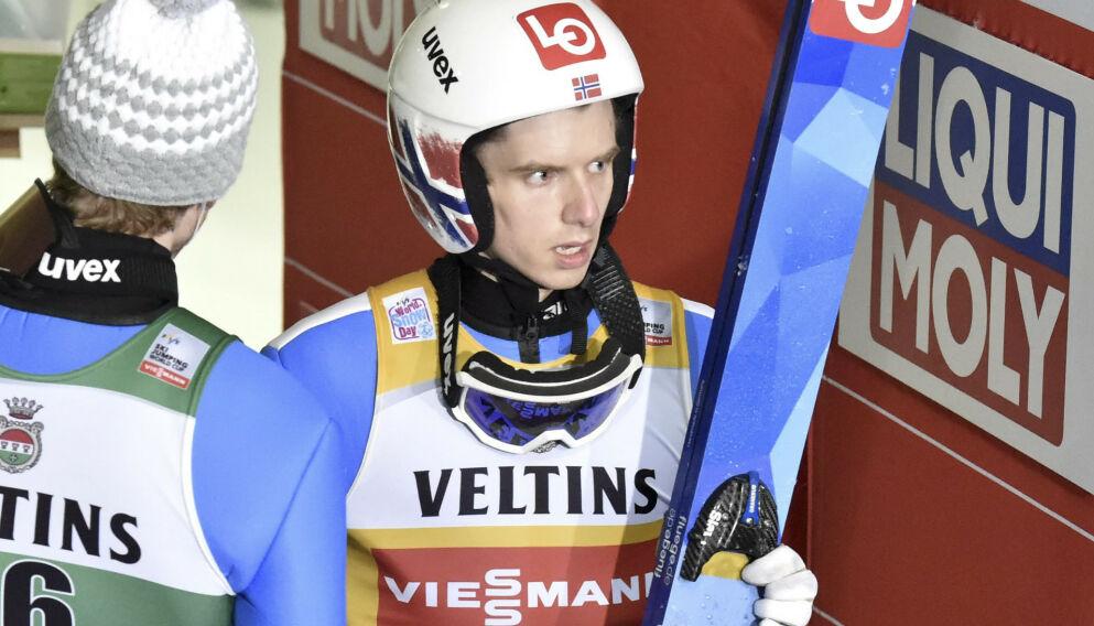OPPGITT: Halvor Egner Granerud er ikke fornøyd med hvordan hoppjentene behandles. Her er verdenscuplederen etter fjerdeplassen i Lahti søndag. Foto: Jussi Nukari / NTB