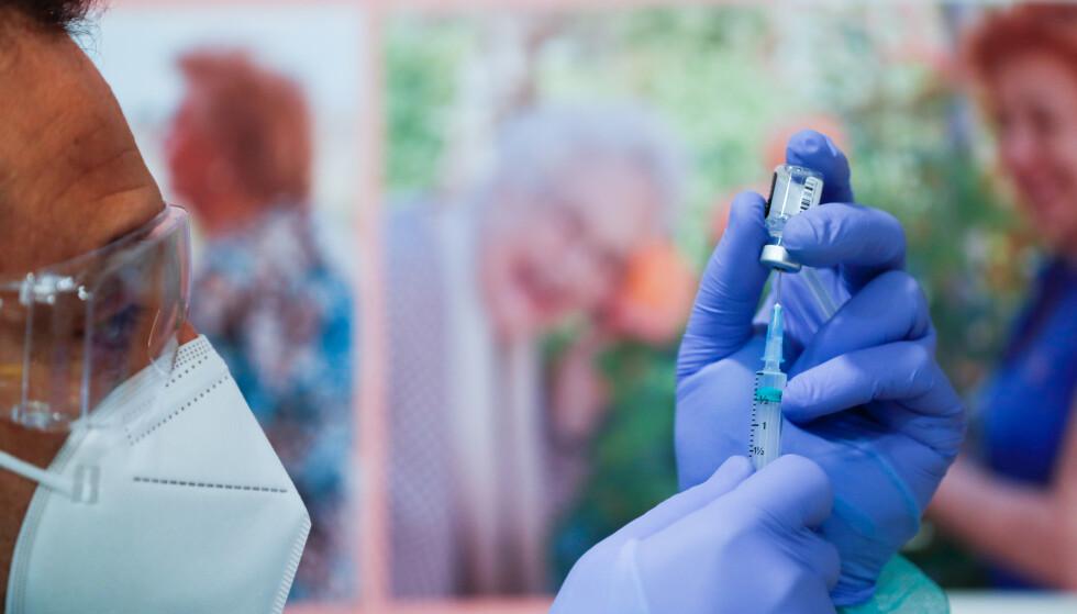 NEDSLÅENDE: Israelske forskere har funnet at dose én av Pfizer-BioNTech-vaksinen gir mindre beskyttelse mot covid-19 enn forventet. Foto: Reuters/NTB