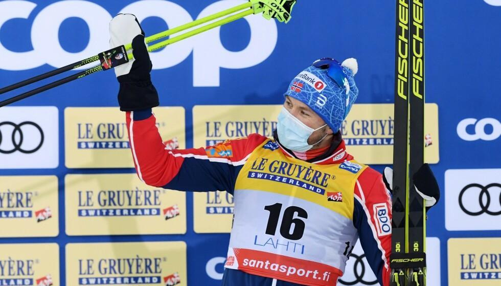 TRIUMF: Emil Iversen hadde en stor helg i Lahti. Han vant 30-kilometeren og var med på stafettseieren. Foto: NTB