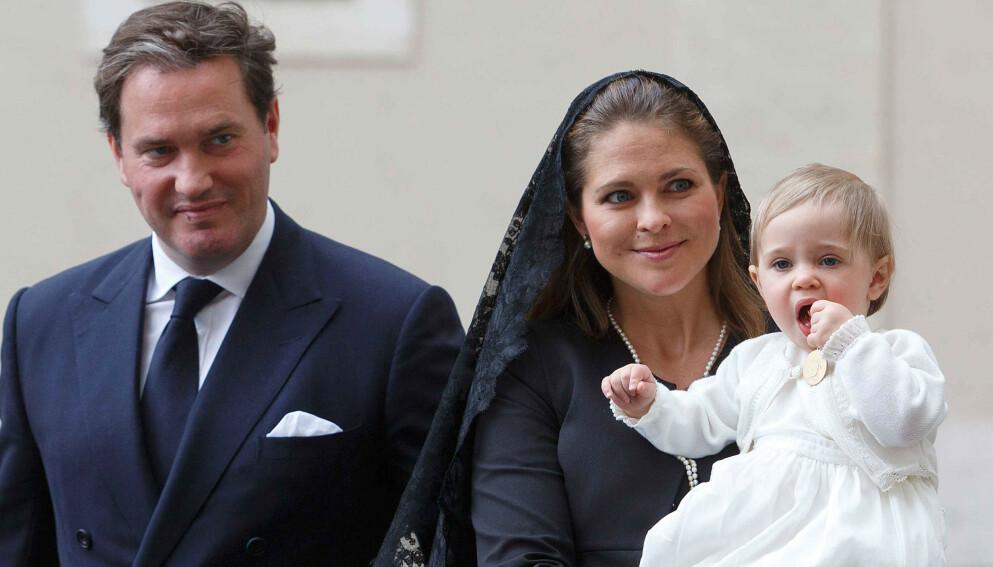 FINANSTRØBBEL: Forretningene til prinsesse Madeleines ektemann, Chris O'Neill, går ikke unna. Her i 2015 med datteren, prinsesse Leonore. Foto: Willi Schneider/REX/NTB