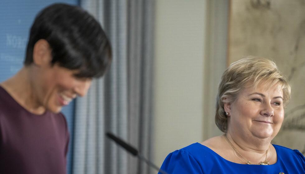 MED GRUNN TIL Å SMILE: Statsminister og Høyre-leder Erna Solberg har fått en knallstart på den lange valgkampen. Her sammen med utenriksminister Ine Eriksen Søreide. Foto: Heiko Junge / NTB