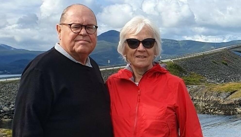 BLE SMITTET: I to uker følte ekteparet Aud (76) og Gunnar Gulliksen (73) seg fullstendig utslått av det muterte coronaviruset. Foto: Privat
