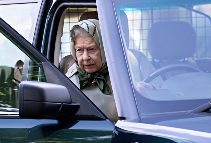 BAK RATTET: Dronninga kjører fortsatt bil. Her ankommer hun et hesteshow i mai 2019. Foto: David Hartley / REX / NTB