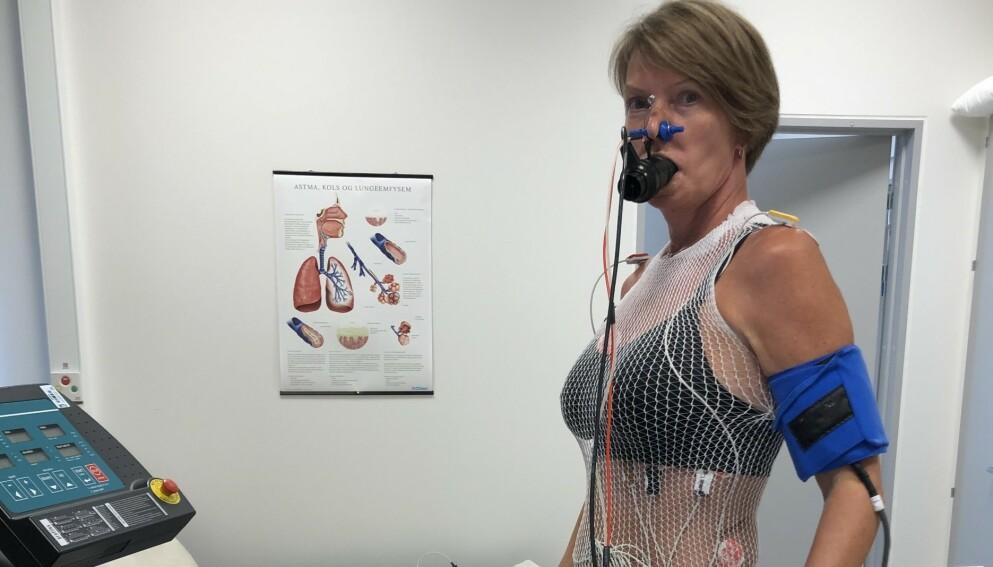 REHABILITERING: I fjor sommer takket Trine Skorpen ja til et rehabiliteringsopphold på Gardermoen for covid-19-pasienter. Der måtte hun blant annet gjennomføre en rekke tester. Foto: Privat