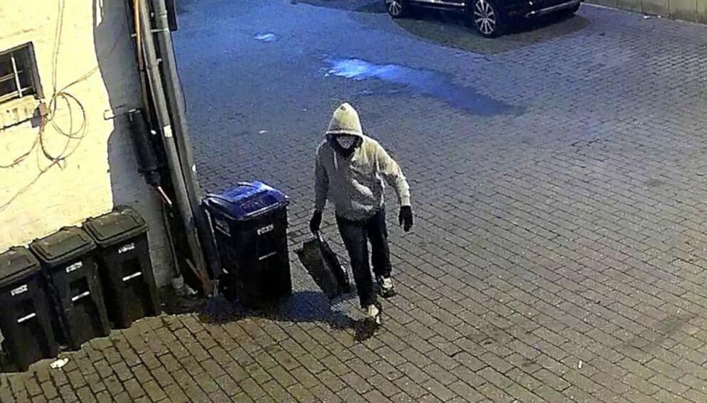 MISTENKT: FBI mener at denne personen står bak rørbombene som ble funnet før angrepet på Kongressen. Foto: FBI