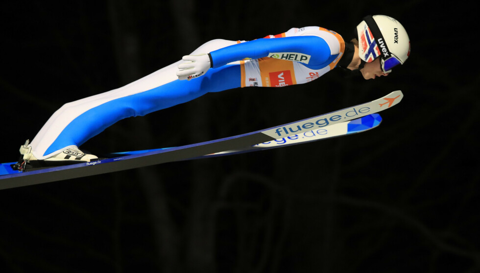 I SVEVET: Halvor Egner Granerud landet på 149 meter. Foto: REUTERS/Wolfgang Rattay/NTB