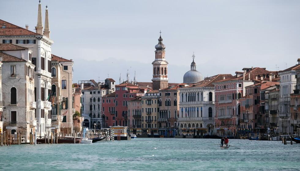 ÅPNER OPP: Italia letter på tiltak til tross for advarsel fra WHO. Her vises turistbyen Venezia. Foto: REUTERS/Manuel Silvestri