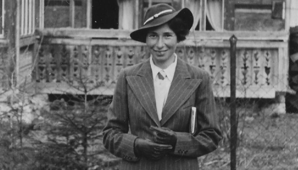 SPIONEN URSULA: Den velkledde Ursula klar til å møte sin sovjetiske føringsoffiser i England. Ursula var spionen som overlevde dem alle. Hun døde fredelig i Berlin 93 år gammel. Foto fra boka