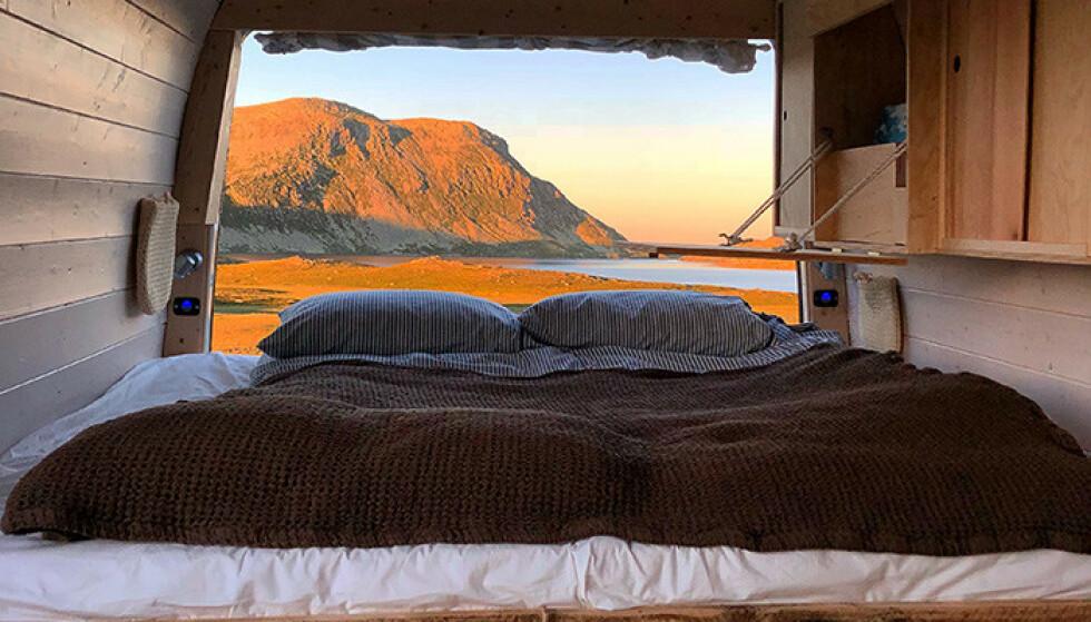 Opplev Norgesperlene i ditt eget rullende hotellrom.