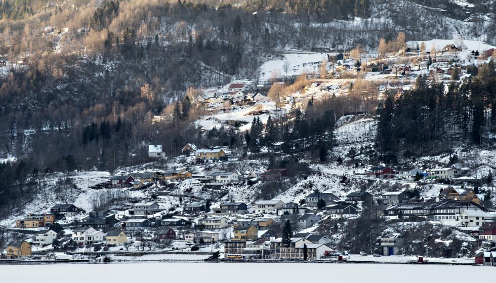UTBRUDD: Hver femte innbygger i Ulvik kommune er i karantene. Men nå økes straks testkapasiteten. Foto: Marit Hommedal / NTB