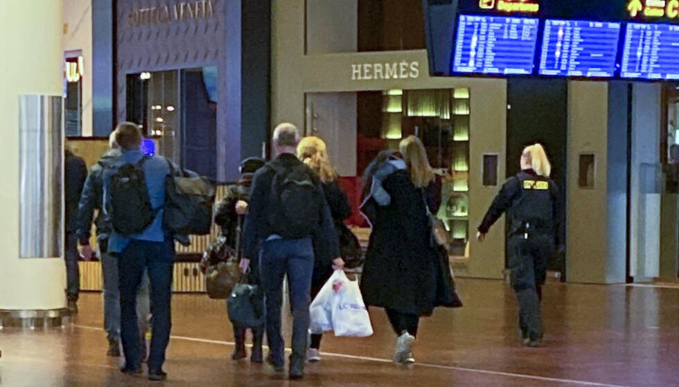 LANDET: Kvinnen ble hentet hjem av norske myndigheter og pågrepet da hun landet på Gardermoen. Foto: Roger Severin Bruland / NRK / NTB