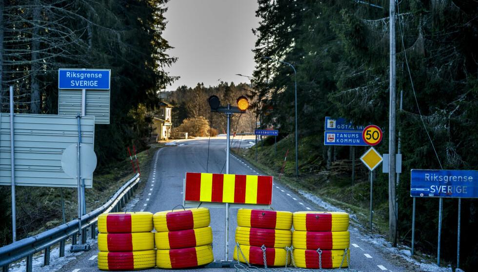 BEGRENSET ADKOMST: Mange av grensene inn til Norge er for tiden stengt. Her riksvei 22 ved svenskegrensen. Foto: Torstein Bøe / NTB