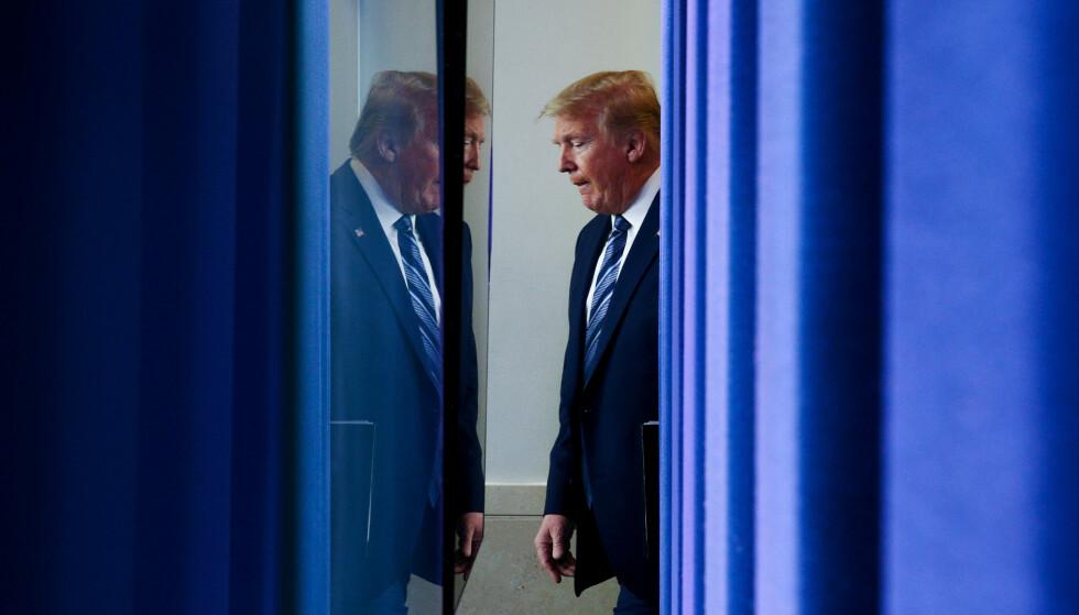 SMIGER: En tidligere KGB-major hevder USAs avgåtte president Donald Trump skal ha blitt utsatt for en KGB-vervekampanje i flere tiår. Veien til Trumps hjerte skal ha vært smiger, trodde KGB. Foto: Reuters / NTB