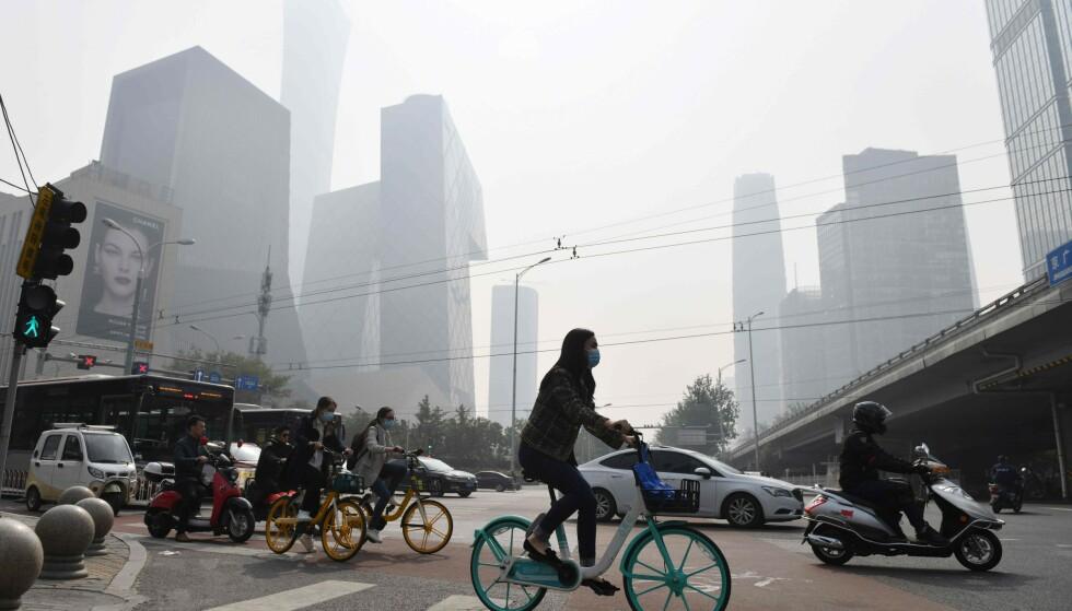 LEDER AN: Ved utgangen av 2016 hadde Kina utviklet 29 prosent av verdens patenter innen fornybar energi, skriver innleggsforfatteren. Foto: GREG BAKER / AFP)